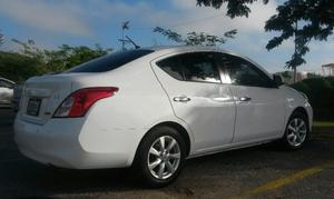 Nissan Versa Advance  Std