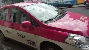 Nissan Tiida Sedán  taxi con o sinplacas