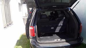 Vendo Bonita Chrysler Town & Country Minivan
