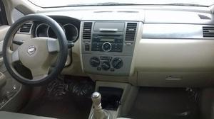 Nissan Tiida Sedán