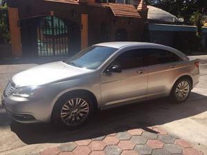Chrysler 200 Año  Gris 4 Puertas.