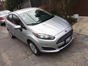 Ford Fiesta Sedán  Estándar