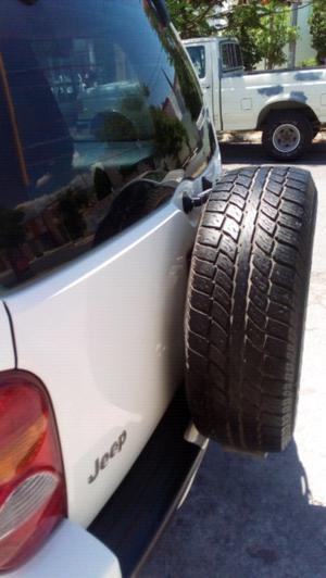 Jeep liberty 4x2 equipada