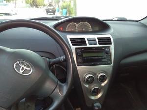Toyota Yaris  Premium STD