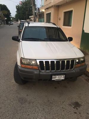Vendo Jeep Grand Cherokee Laredo.