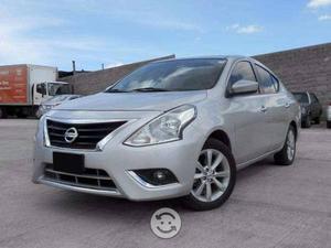 Nissan Versa Advance  Plata