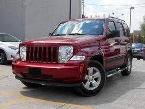IMPECABLE Jeep Liberty  Kilometraje