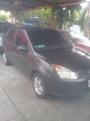 Ford Fiesta  Kilometraje  std. aira acondicionado